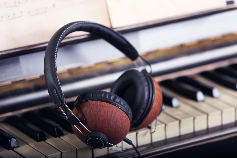 3 best headphones for digital piano 2019 reviews fond listen. Black Bedroom Furniture Sets. Home Design Ideas